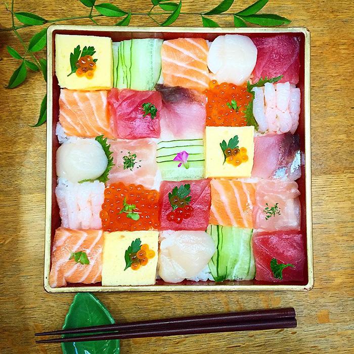 mosaic-sushi-14-57bfe93c3724f__700