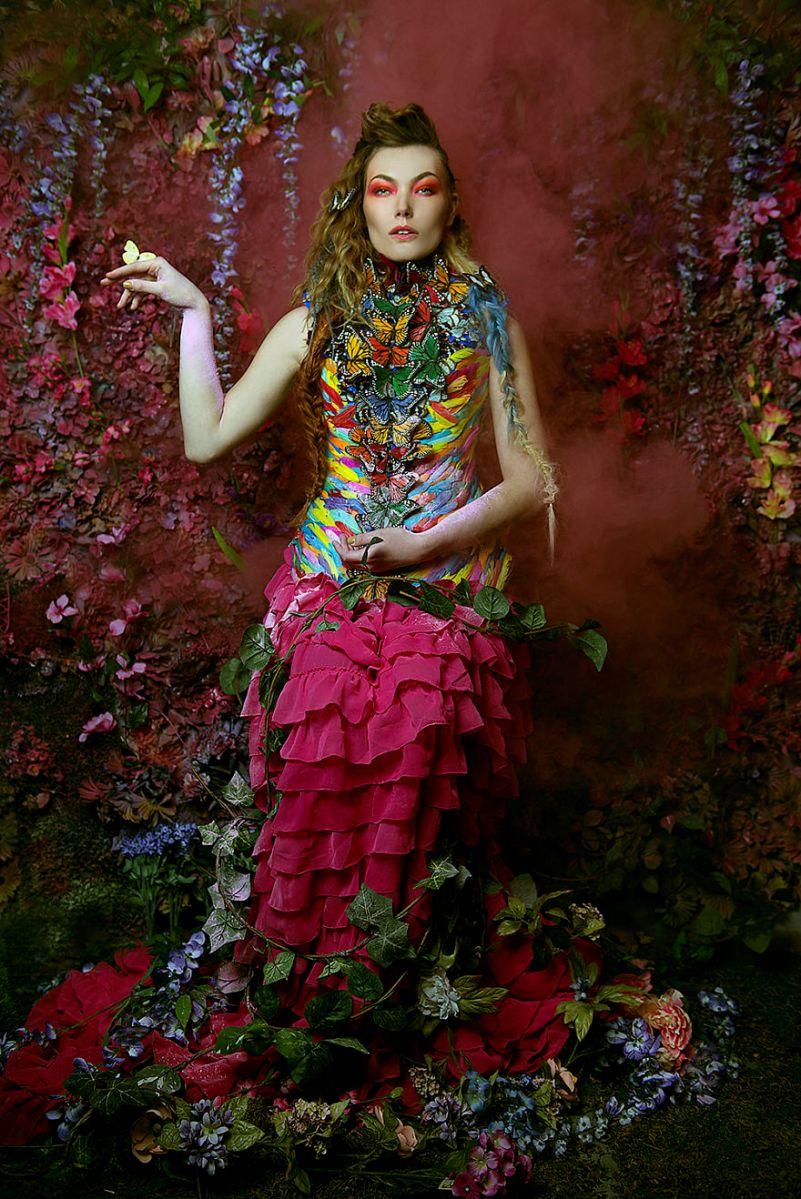 Photographer-create-stunning-fairytale-garden-in-small-attic1__880