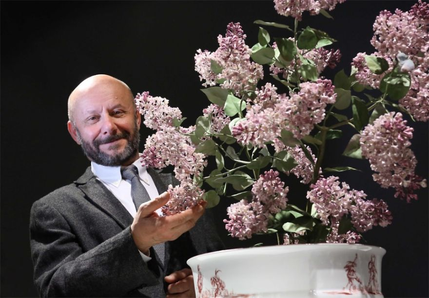 the-ukrainian-man-who-grows-porcelain-flowers-11__880