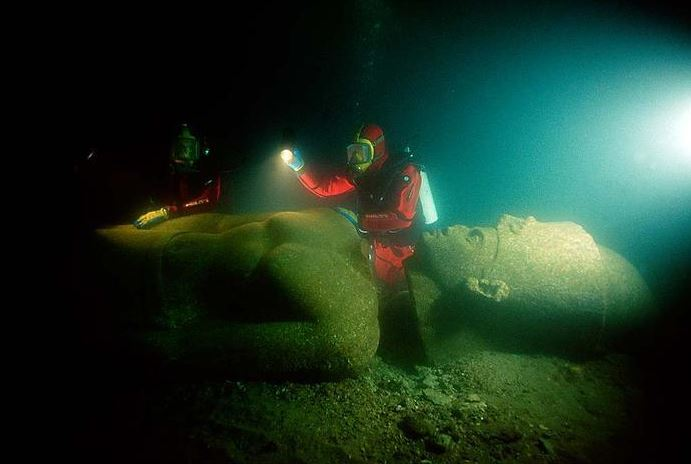 2015-10-16 19_14_01-Lost Egyptian City Found Underwater After 1200 Years «TwistedSifter - Internet E