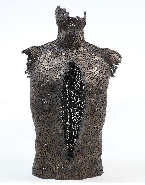 Yeong-Deok-Seo.-Skulptura-iz-velosipednoy-tsepi-vosmaya