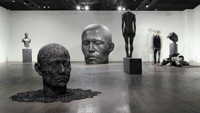 Yeong-Deok-Seo.-Skulpturyi-iz-velosipednoy-tsepi.-Vyistavka