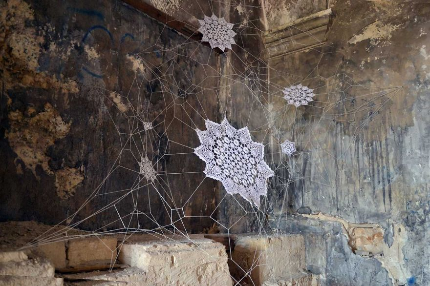 i-cover-city-streets-in-lace-street-art-part-2-52__880