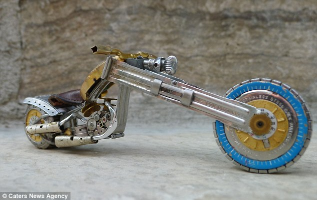 neobychnye-motocikly-iz-detalej-chasov_необычные-мотоциклы-из-деталей-часов-3